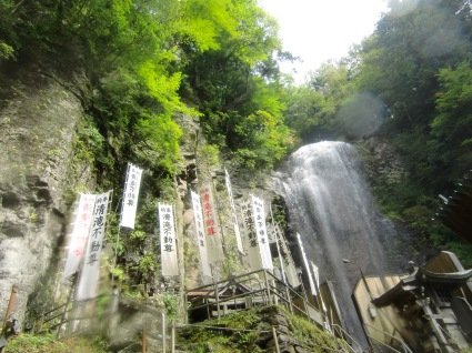 The approach to Kiyotaki Falls (Courtesy of Otaki Tourist Center)